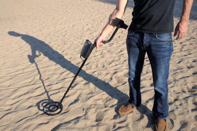 Best Cheap Metal Detectors UK 2021 – Economy yet Effective (User Buying Guide and Review)